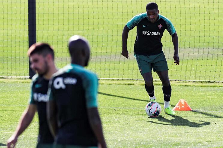 William Carvalho dispensado da Seleção. Entra André Gomes