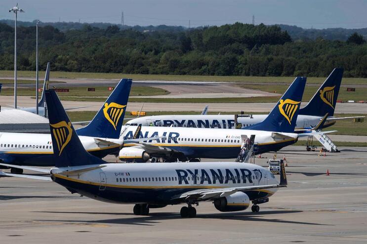 Ryanair informou que vai processar os pedidos de reembolso do mês de maio e a maioria dos de junho até