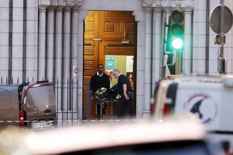 Três pessoas morreram hoje em Nice