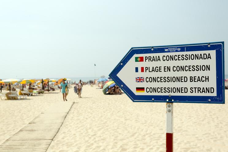 Burlava a partir da prisão proprietários de férias no Algarve