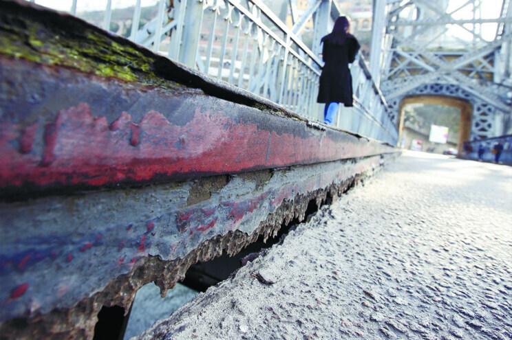 Ninguém quis fazer obras na Ponte Luiz I por menos de dois milhões de euros