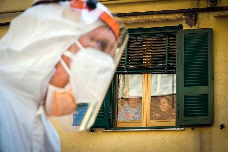 Em Itália, 115.242 pessoas contraíram o vírus. Destas já morreram 13.915, mais 760 nas últimas 24 horas
