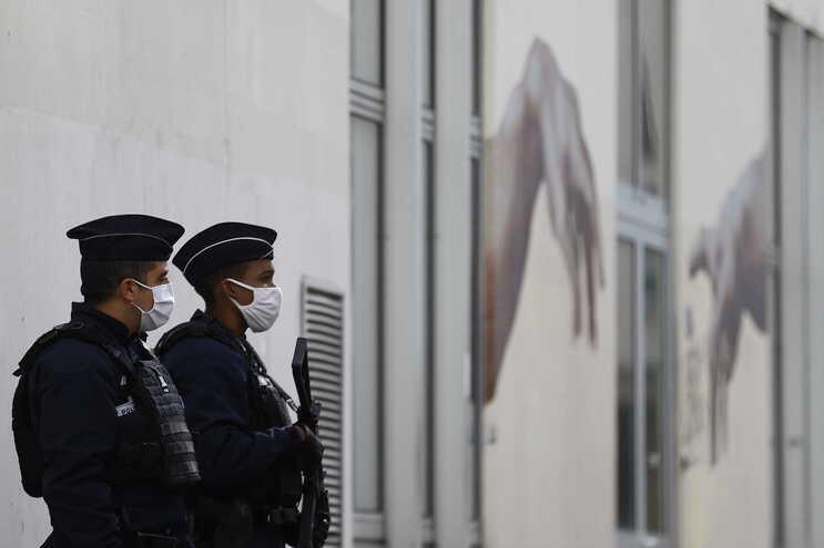 O alegado autor do ataque de sexta-feira de manhã foi detido pouco tempo depois na Praça da Bastilha