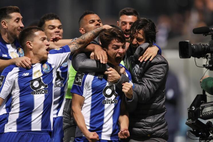 F. C. Porto reforça liderança com vitória tranquila em Tondela