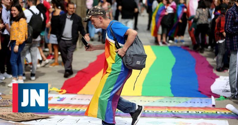 Multada em 20 mil euros por oferecer terapias para curar homossexuais