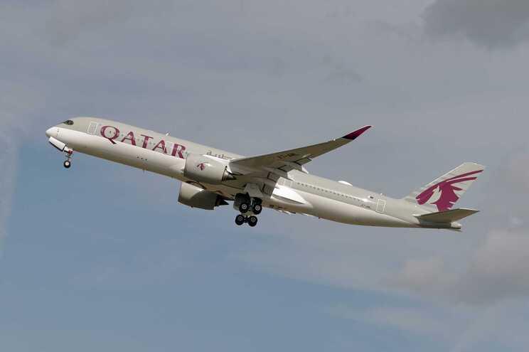 Identificados pais do recém-nascido abandonado em aeroporto no Qatar