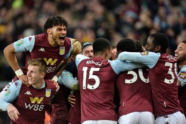 Aston Villa vence Leicester e está na final da Taça da Liga de Inglaterra