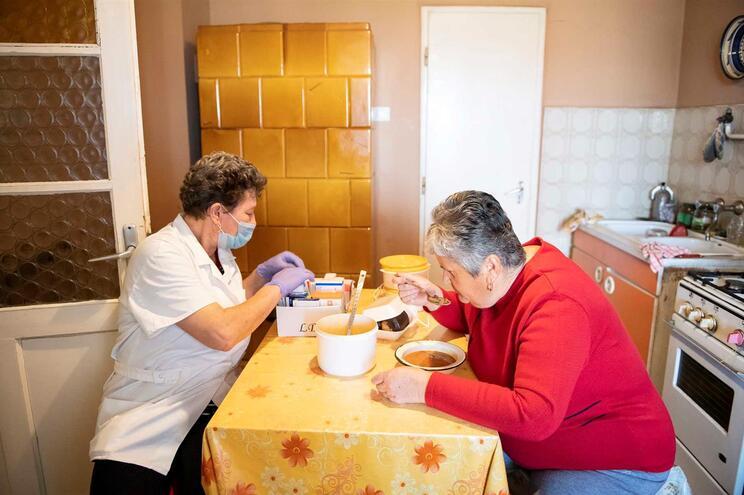 Instituições que fazem apoio domiciliário a idosos receiam falta de proteção