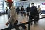 Brasileiros testemunham descoordenação nos aeroportos e entrada no país sem testes