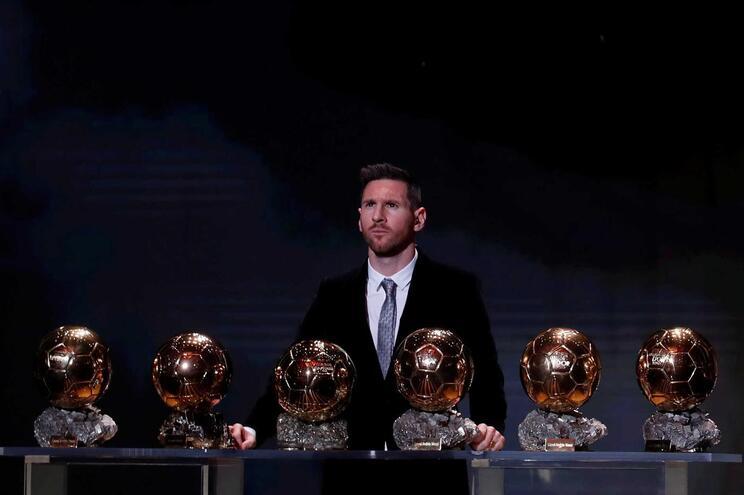 """Messi: """"Fiquei um pouco magoado quando Cristiano Ronaldo me apanhou"""""""
