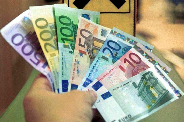Investigação a fraude de 12 milhões de euros através de um esquema de venda de pacotes turísticos