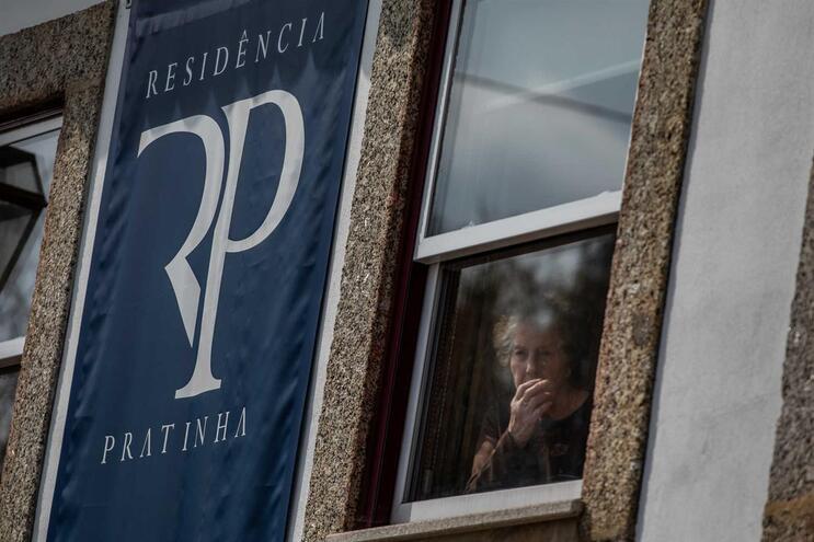 No domingo, os utentes da instituição de Famalicão foram encaminhados para o Hospital Militar do Porto
