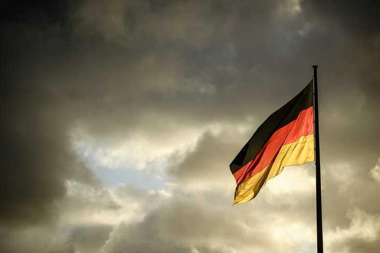 Autarca da Alemanha demite-se após ameaças da extrema-direita