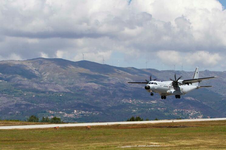 """Com abatimento de uma parte da pista, o aerodromo deixou de ter condições de ser usada por """"aeronaves"""