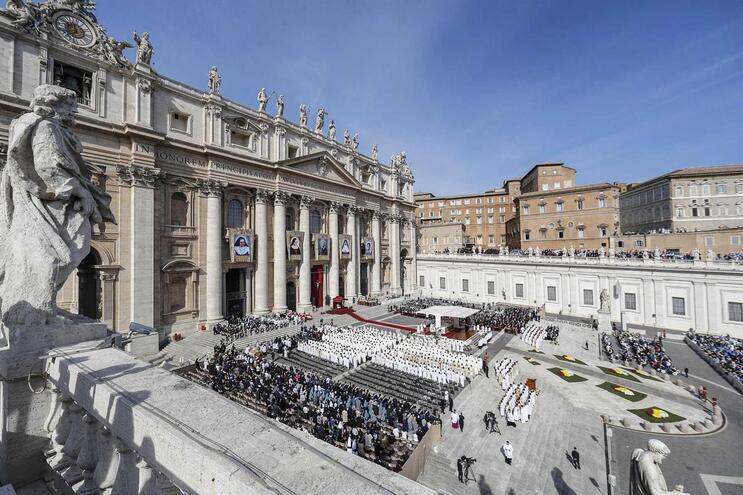 Vaticano está à beira da insolvência, garante livro