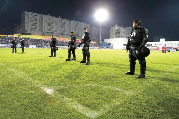 Associação de Futebol do Porto ameaça parar campeonatos