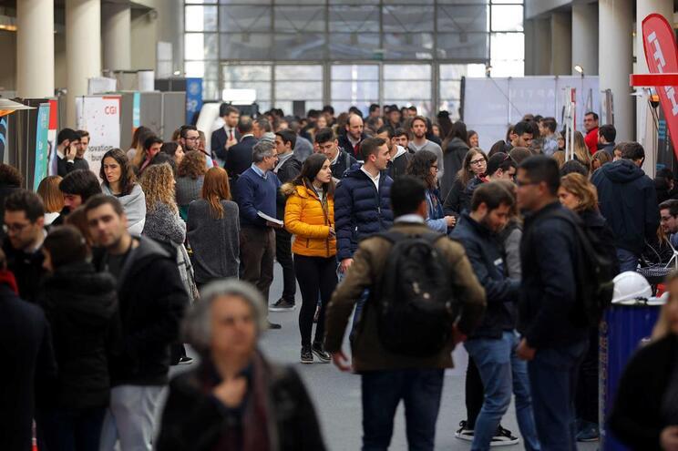 Jovens portugueses são dos que mais tarde saem de casa dos pais