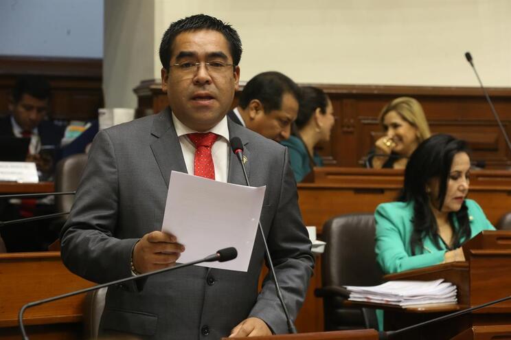 Alberto Oliva Corrales, presidente da Comissão da Justiça
