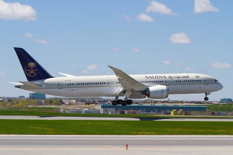 Avião obrigado a regressar após mãe deixar bebé no aeroporto