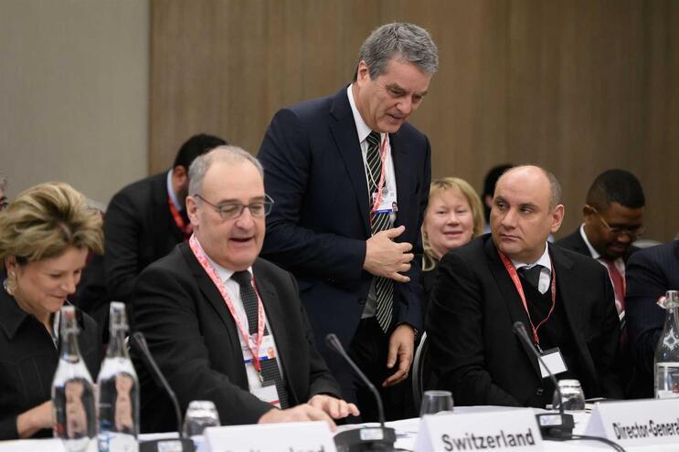 Roberto Azevedo, da OMC, ao centro na imagem