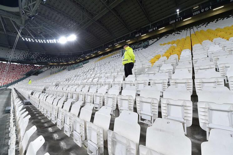 Jornalistas estão proibidos de entrar nos estádios espanhóis
