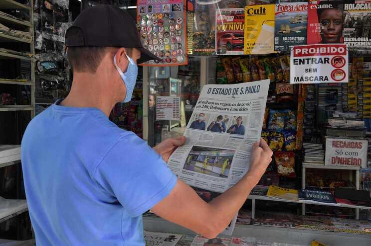 Brasil contabiliza oficialmente 72100 óbitos de covid-19