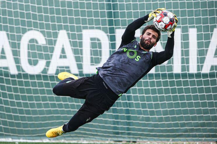 """Sporting continua a preprarar regresso e treinou """"com mais bola"""""""