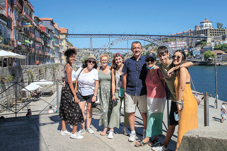 Julia Gonzalez com a família na Ribeira