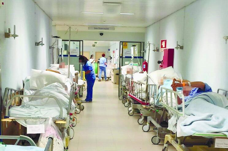 Três dias amontoados na Urgência de Aveiro à espera de serem internados