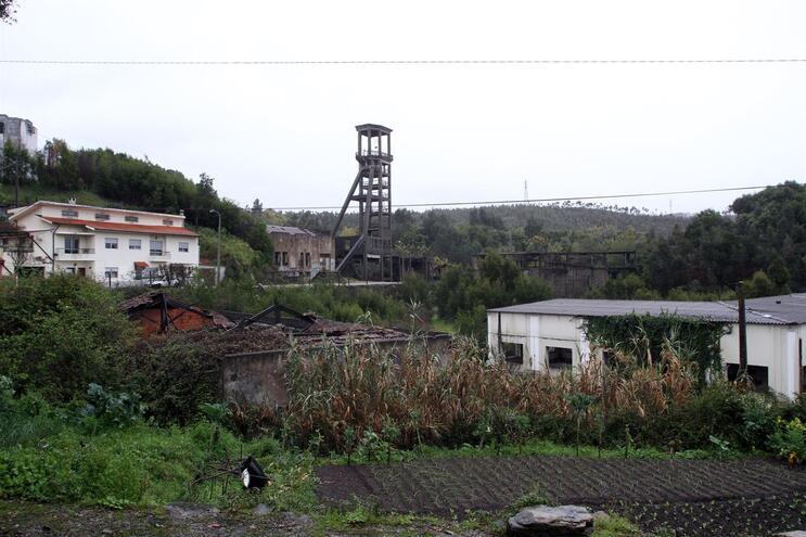 Em terrenos de São Pedro da Cova estão depositadas várias toneladas de resíduos perigosos