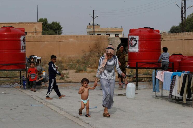Rebeldes pró-turcos executam pessoas e impedem regresso de curdos a casa