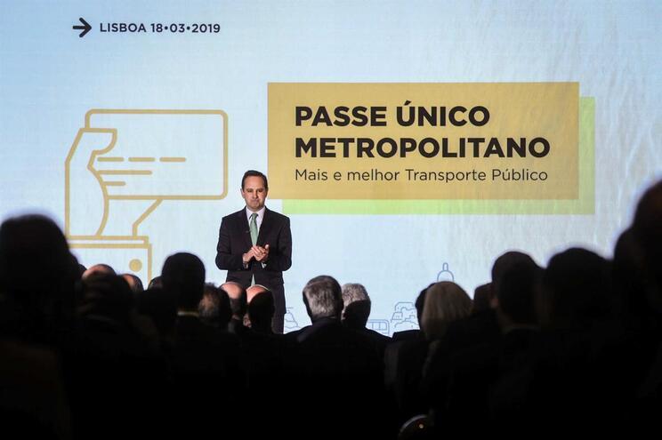O presidente da Câmara Municipal de Lisboa, Fernando Medina, discursa durante o ato público de assinatura