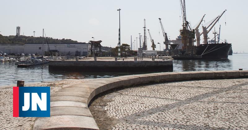 Contentor está a perder ácido sulfúrico no porto de Setúbal