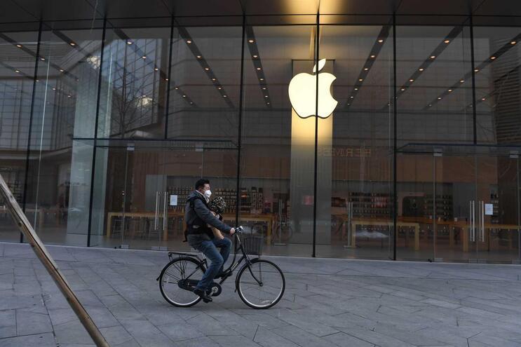 Loja da Apple em Pequim de portas fechadas devido ao surto de pneumonia viral