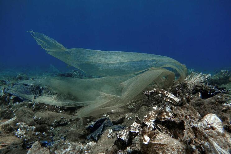 Plástico no fundo do mar na Grécia