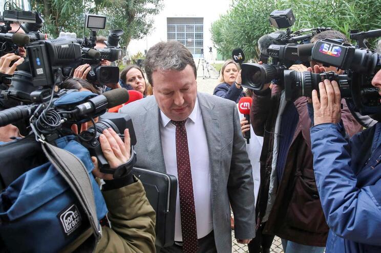 Carlos Santos Silva à chegada para o segundo dia de interrogatório