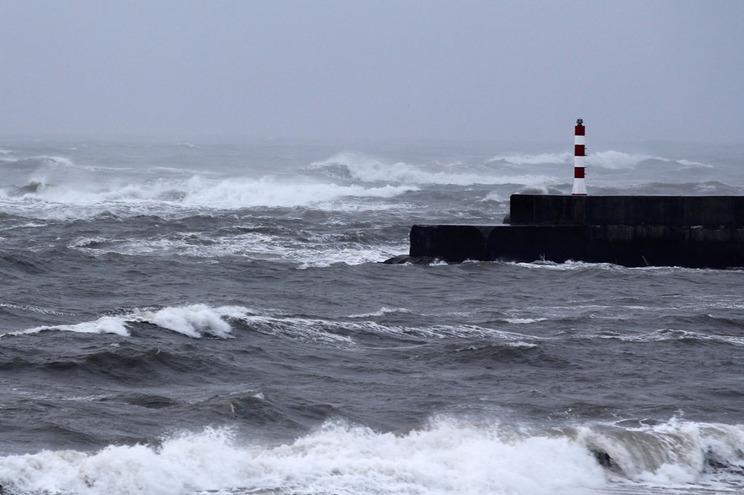 Vento forte, agitação marítima e neve para os próximos dias