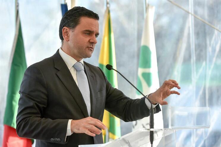 """PSD considera que o ministro do Planeamento e das Infraestruturas, Pedro Marques, é um ilusionista. """"Dá"""