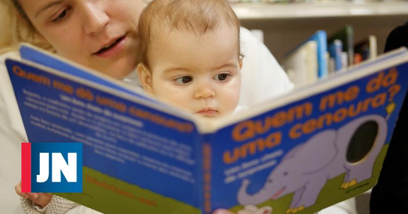 Bebés recebem kits de iniciação à leitura para cultivar o gosto pelo livro