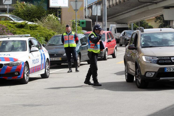 Operações policiais têm o objetivo de sensibilizar a população a ficar em casa