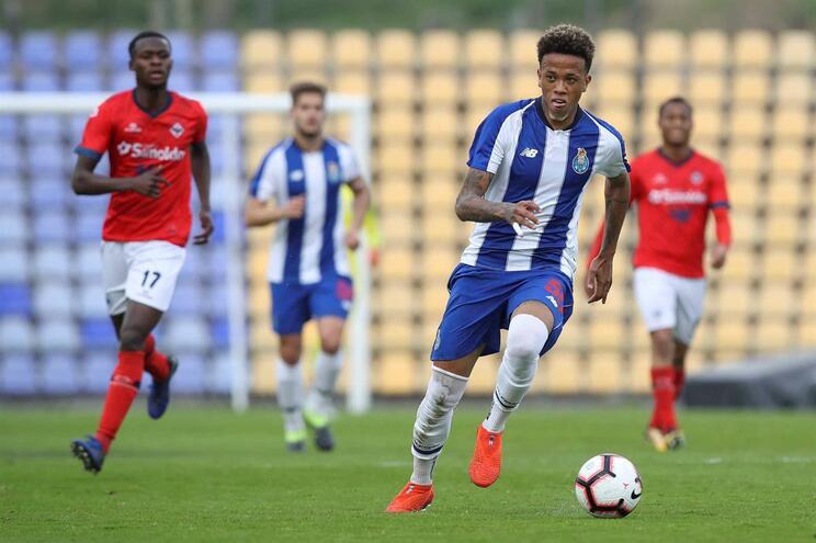 Fabiano foi expulso e médio brilhou na baliza do F. C. Porto B