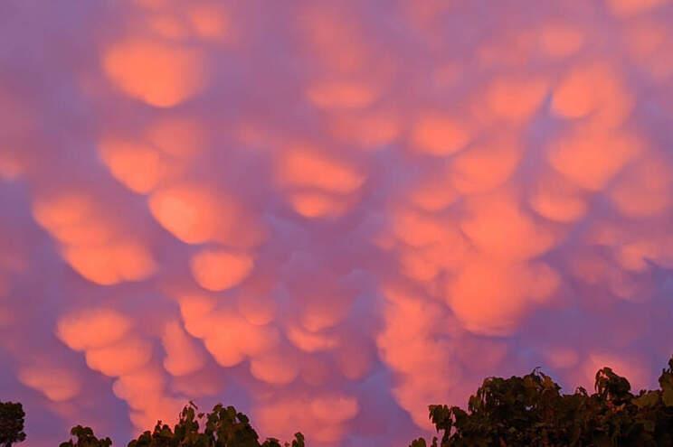 Nuvens associadas aparecem geralmente antes ou após chuvas intensas