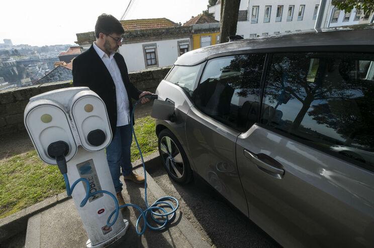 João Gonçalves faz 50 mil quilómetros por ano, mas com o elétrico gasta apenas cerca de 100 euros mensais