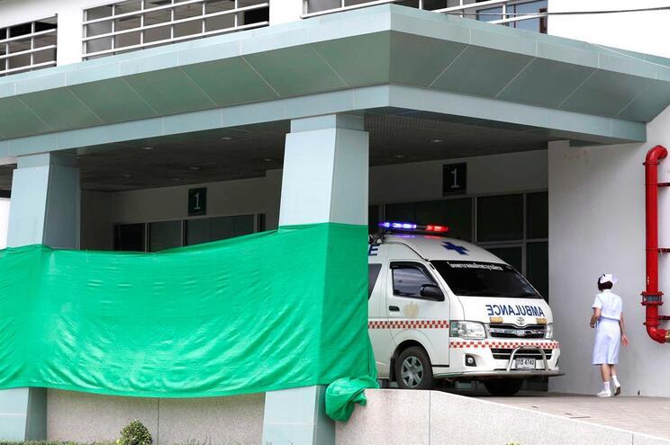 Quatro crianças resgatadas domingo estão a ser submetidas a exames médicos