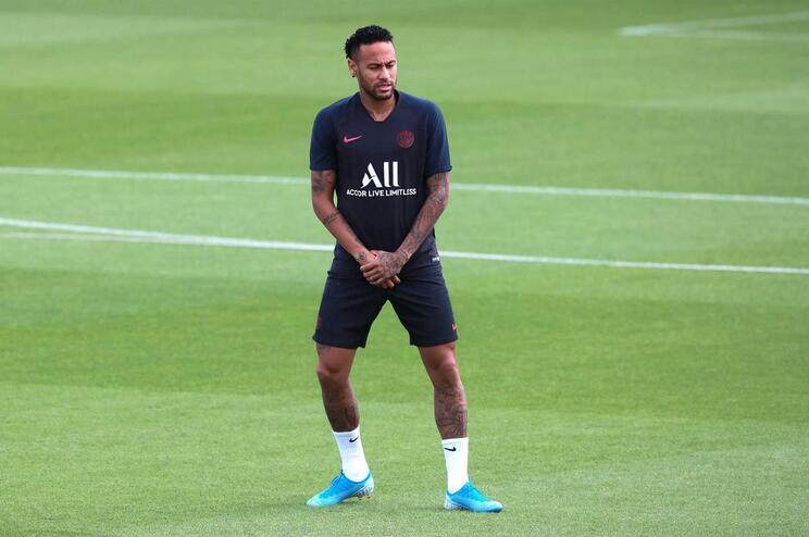 Uma renovação no Braga e Barcelona em vantagem por Neymar