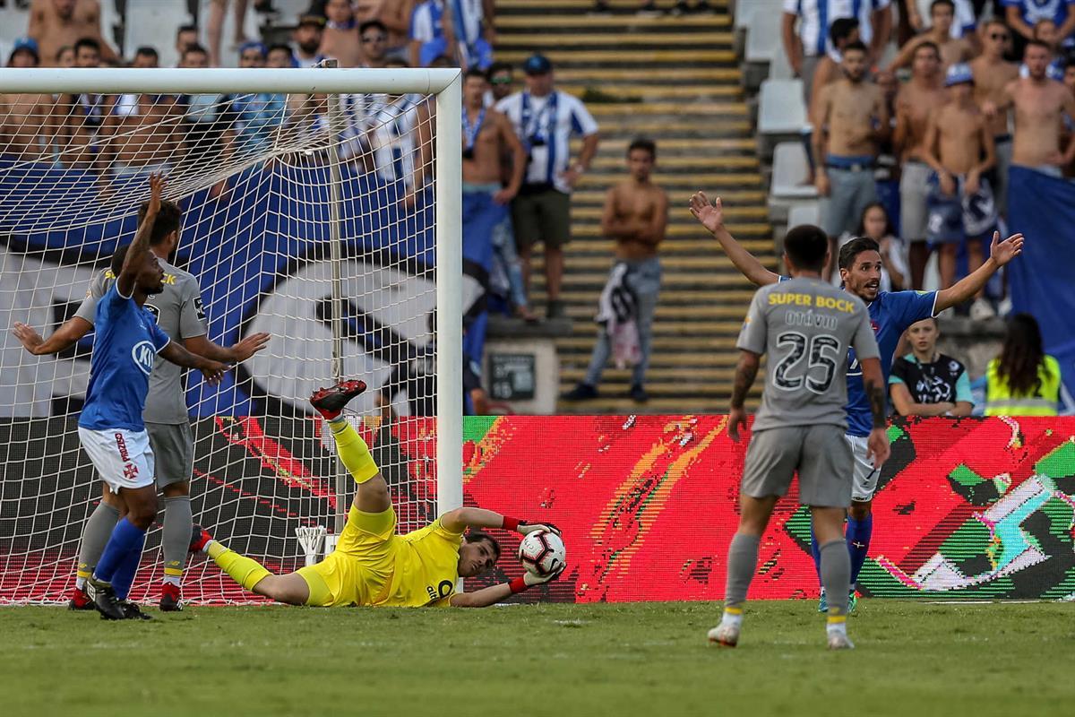 23b7face61 F. C. Porto vence Belenenses nos descontos