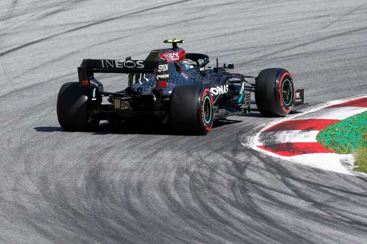 Valtteri Bottas levou a melhor sobre Hamilton