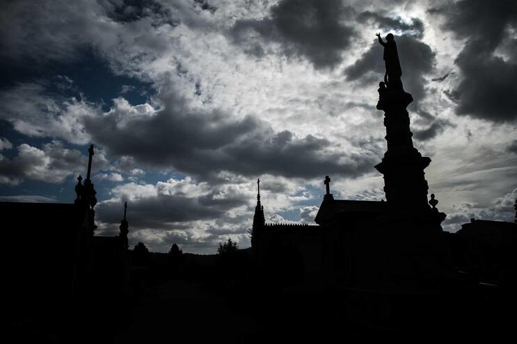 Desrespeito pelo falecido e pelo cemitério foi levado em conta pelo tribunal para decidir a condenação
