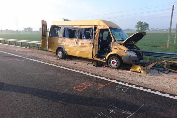Alunos portugueses seguiam num miniautocarro que sofreu um acidente com um camião