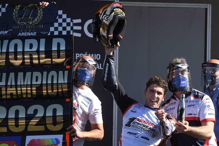 Espanhol Albert Arenas sagra-se campeão mundial de Moto3